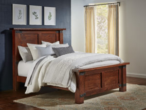 "INDIAN TRAIL - Orewood standard steel corner accents HB 62"" - FB 27½"" Queen Size: 71¾"" wide x 92½"" long"